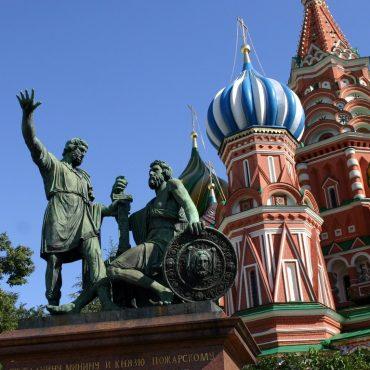 В Москве открыт памятник Минину и Пожарскому – 1818 г.