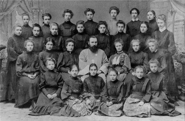 28 марта 1857 годабыл подписан указ о создании в Петербурге первой в России женской гимназии