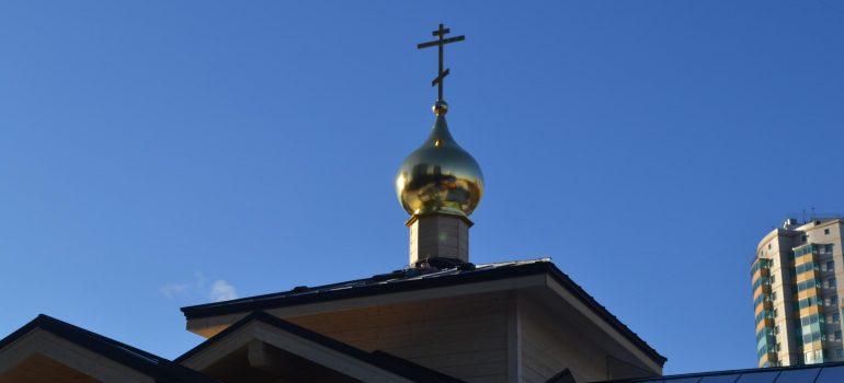 Новый храм увенчался святым Крестом