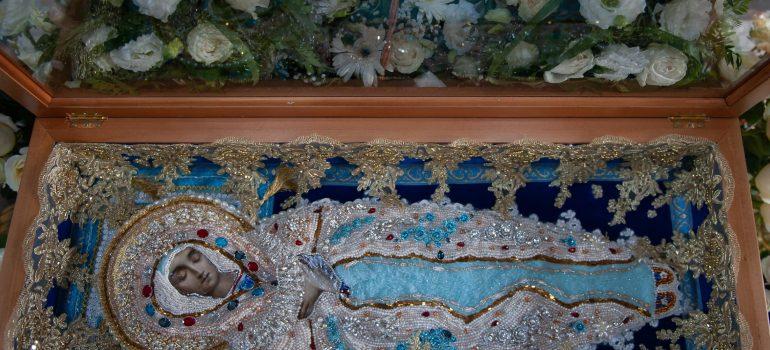 Богослужения праздника Успения Пресвятой Владычицы нашей Богородицы и Приснодевы Марии совершены в храме Святых Царственных Страстотерпцев в Ясеневе