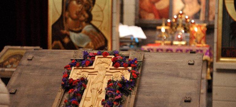 Богослужения в Неделю 3-ю Великого Поста (Крестопоклонная) и накануне вечером
